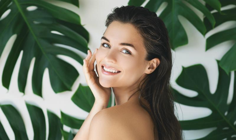 Mit Naturkosmetik schminken tut der Haut gut