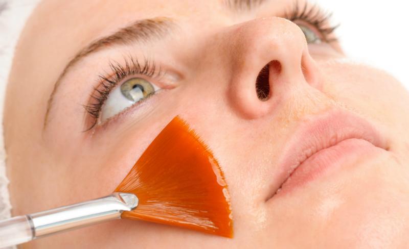 Ein regelmäßiges Gesichtspeeling ist eine wichtige Grundlage für den Anti-Aging-Effekt