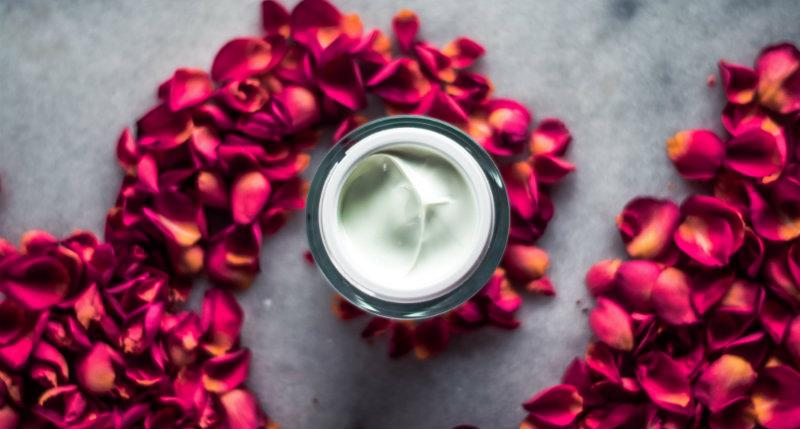 Cremes mit Hyaluron sind gut für die Haut
