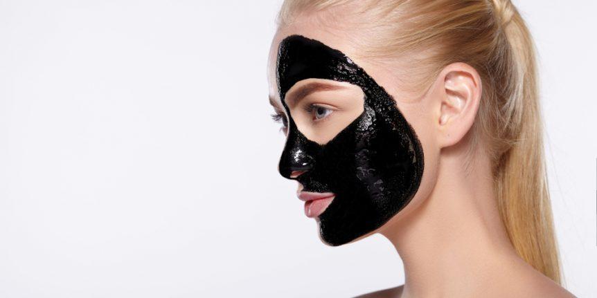 Maske Schwarz Mitesser
