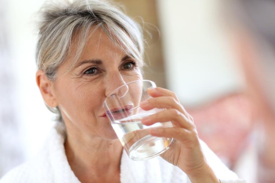 ausreichend-wasser-trinken