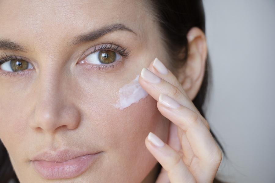 Eine effektive Pflege fuer die empfindliche und trockene Gesichtshaut