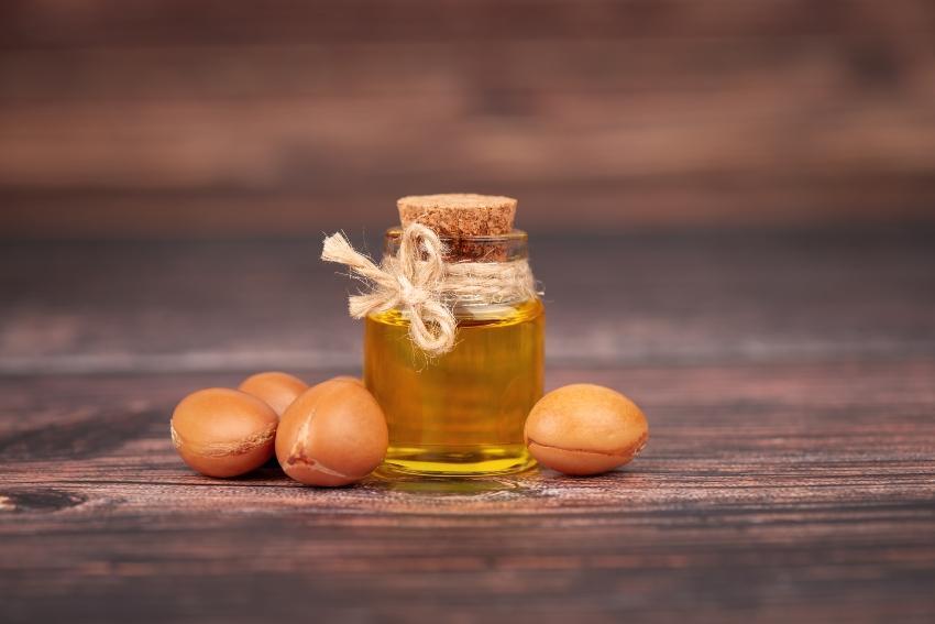 Arganöl und Arganfrucht